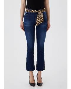 Cropped-Jeans mit kleinen Schlitzen